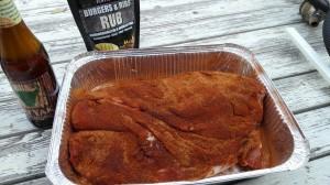 Hiero RUB-maustetta pintaa reilusti, kostuta pinta ennen savustimeen laittoa.